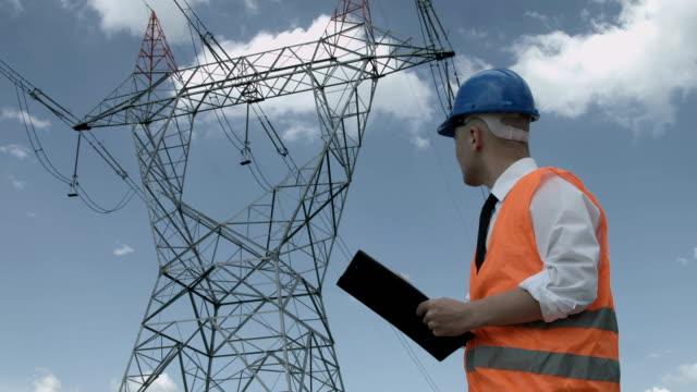 electrical engineer while working - rådig bildbanksvideor och videomaterial från bakom kulisserna
