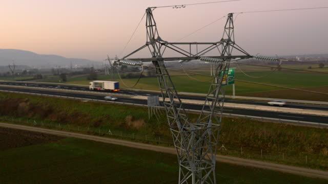 空から見た電気配線の 高速道路 - スロベニア点の映像素材/bロール