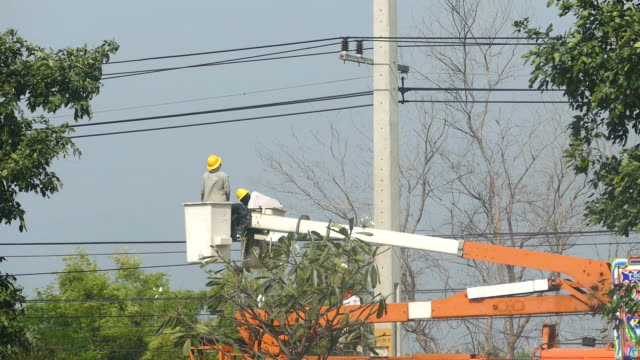 Electrician with boom truck and basket video