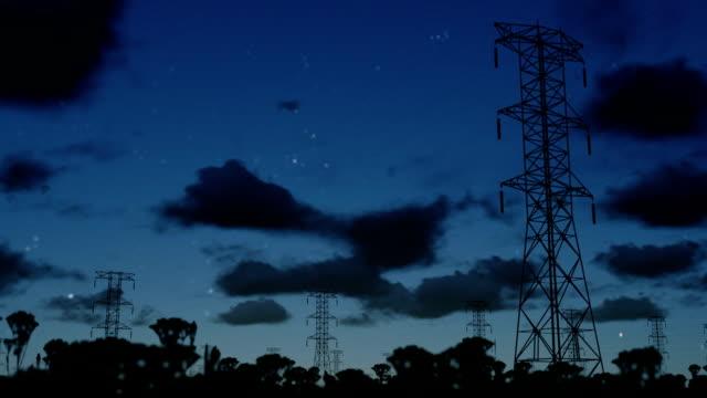 электричество столбы на ночь, замедленная съемка облаками и электрический болтов - lightning стоковые видео и кадры b-roll