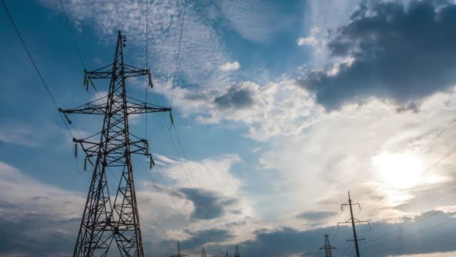 stazione di energia elettrica al tramonto. centrale elettrica time lapse 7 - sottostazione elettrica video stock e b–roll