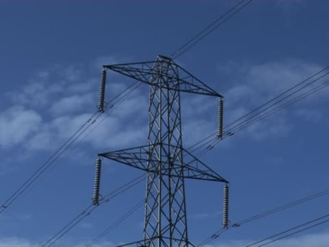 stockvideo's en b-roll-footage met uk electricity pylon 1 - timelapse - supergeleider