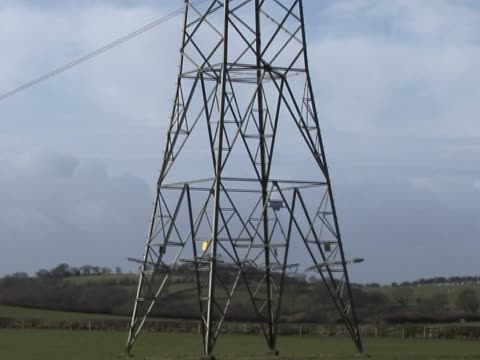 stockvideo's en b-roll-footage met uk electricity pylon 3 - supergeleider