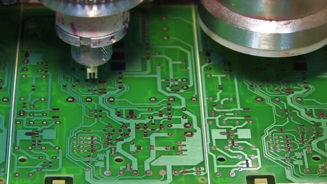 industria elettronica - scheda a circuito video stock e b–roll
