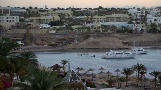 Elegant und anmutig Motorboot Yacht und Tropic Island – Video