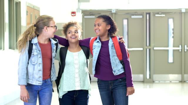 grundskola flickor stående i hallen - endast flickor bildbanksvideor och videomaterial från bakom kulisserna