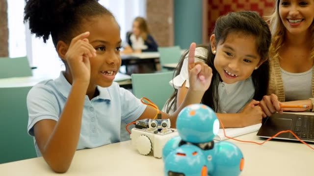 Elementary STEM students build robot in science class video