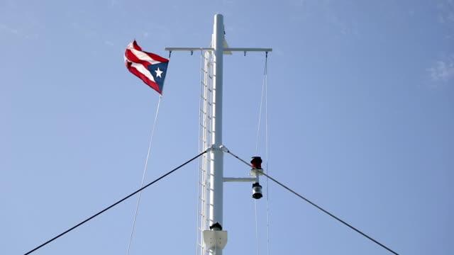 vídeos de stock e filmes b-roll de elements of white ferry and flag on blue sky background - transatlântico