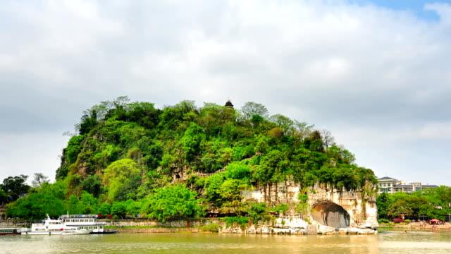 elephant trunk hill in guilin - provinz guangxi stock-videos und b-roll-filmmaterial
