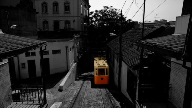 vídeos de stock e filmes b-roll de elevador do lavra funicular, lisbon, portugal - eletrico lisboa