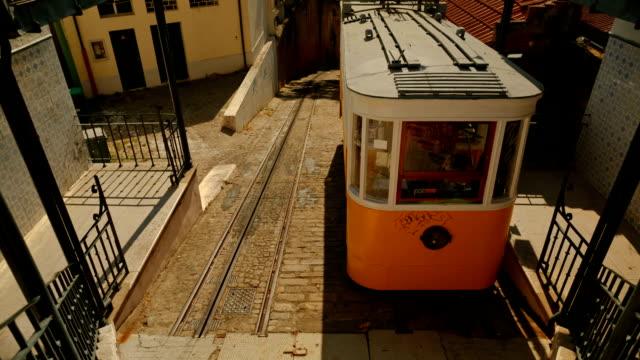 vídeos de stock e filmes b-roll de elevador do lavra, lisbon, portugal - eletrico lisboa