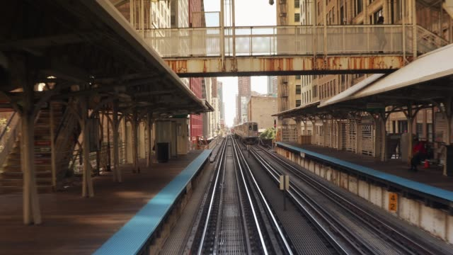 Elevated railway train on a bridge in Chicago Illinois USA Elevated train travels on the tracks in the Loop area of downtown Chicago Illinois USA chicago stock videos & royalty-free footage