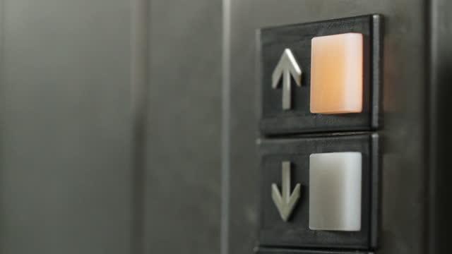 """aufzug """",botón del ascensor"""" - maniküre stock-videos und b-roll-filmmaterial"""