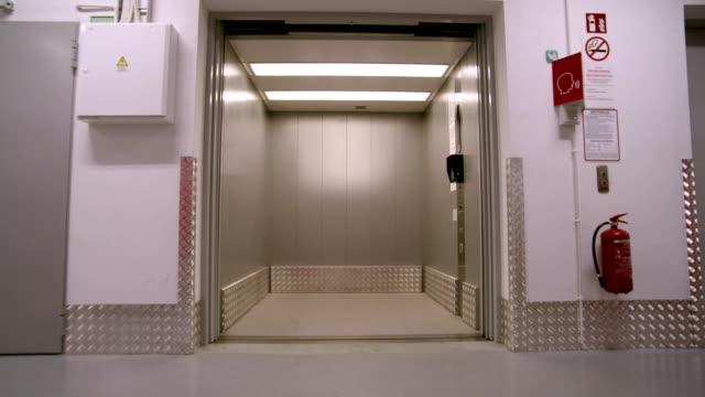 elevator - ascensore video stock e b–roll