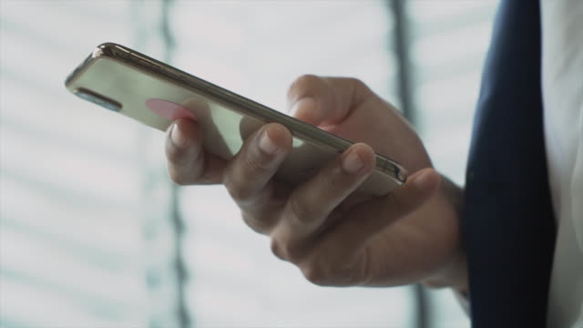 vídeos de stock, filmes e b-roll de enviando clientes de qualquer lugar da empresa - roda