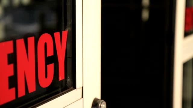 Fermeture des portes d'urgence - Vidéo
