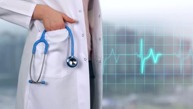 vídeos de stock e filmes b-roll de emergency services doctor - 4k resolution - ataque cardíaco