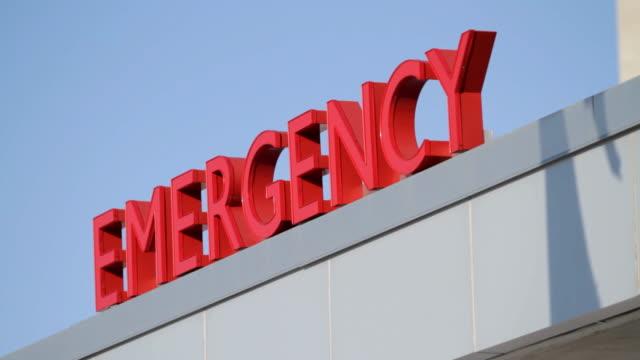 stockvideo's en b-roll-footage met emergency sign & blue sky - bord bericht