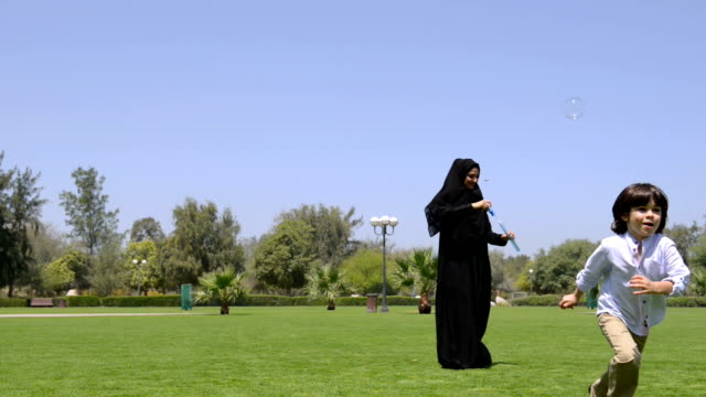 Emirati family at the park video