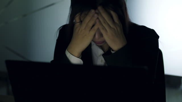 感情ストレス ビジネス女性 - 女性 落ち込む点の映像素材/bロール