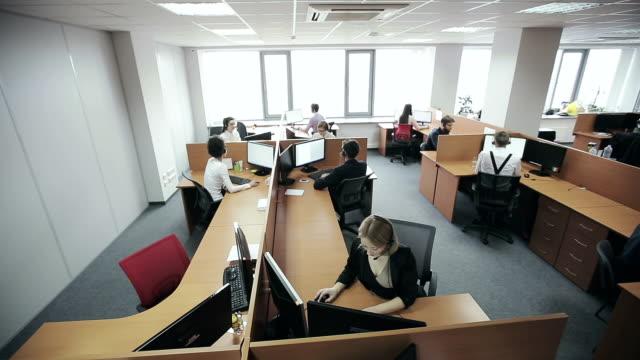vídeos y material grabado en eventos de stock de empleados de centro de llamadas - centro de llamadas