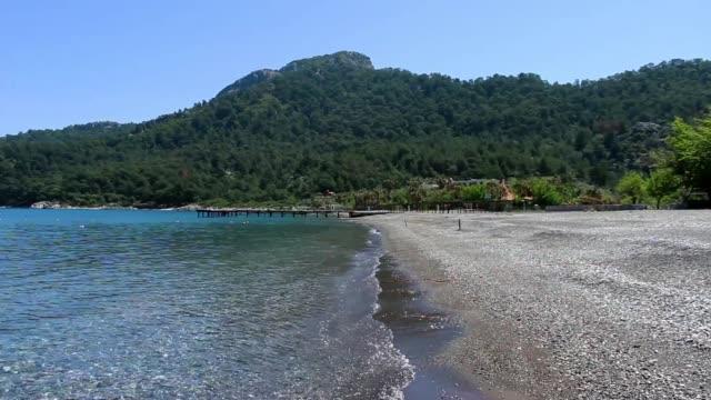 empty beach in kumlubuk, marmaris - isole egee video stock e b–roll