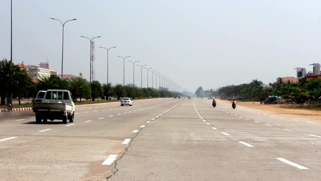 vuoto boulevard traffico 1 - naypyidaw video stock e b–roll