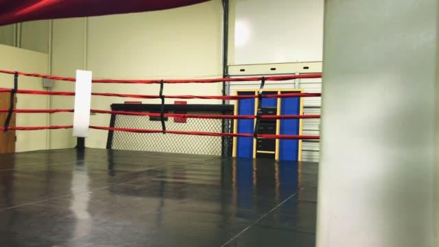vidéos et rushes de vide ring de boxe - lieu sportif
