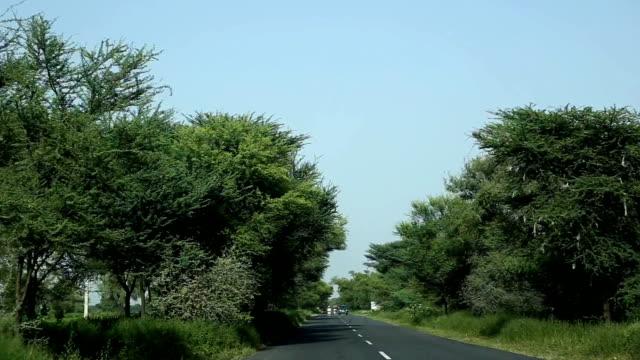 tom landsväg väg - haryana bildbanksvideor och videomaterial från bakom kulisserna