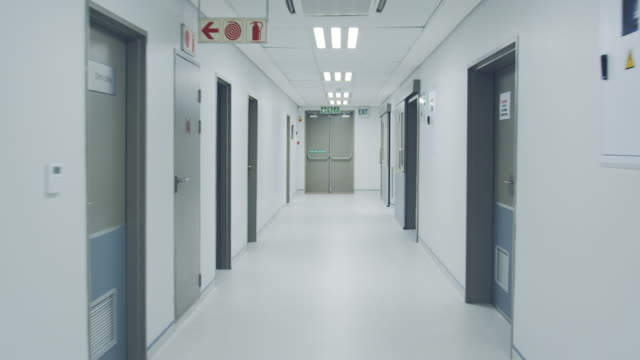 empty hospital corridor 4k - struttura pubblica video stock e b–roll