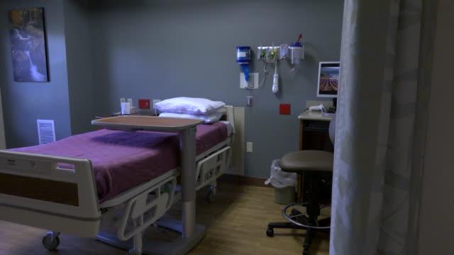 leere hospital zimmer - krankenstation stock-videos und b-roll-filmmaterial