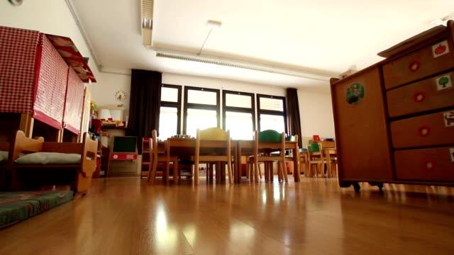 Vacío jardines de infancia jugando con montaje tipo aula - vídeo