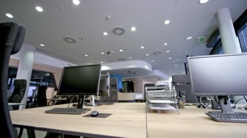 cs uffici vuoti di un call center - deserto video stock e b–roll