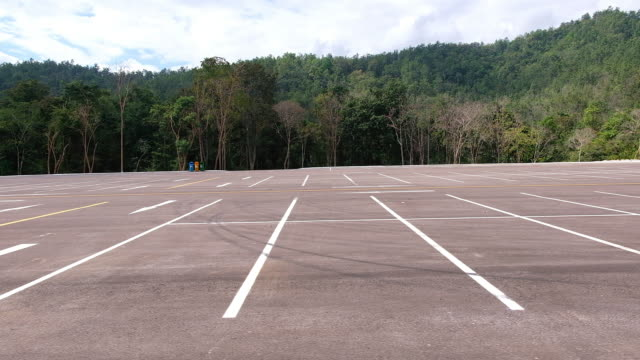 stockvideo's en b-roll-footage met lege parkeerplaats - parking