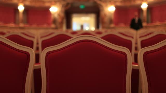 пустой красный театральный стул - space background стоковые видео и кадры b-roll