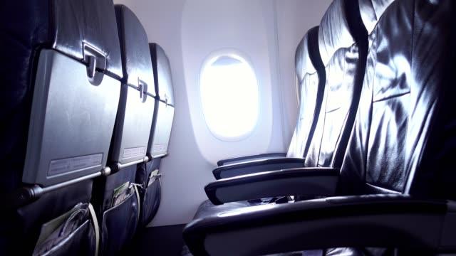 여객기의 빈 좌석이 취소되었습니다. - airplane seat 스톡 비디오 및 b-롤 화면