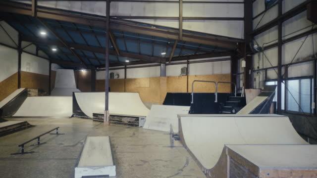 tom skateboard park (slow motion) - skatepark bildbanksvideor och videomaterial från bakom kulisserna