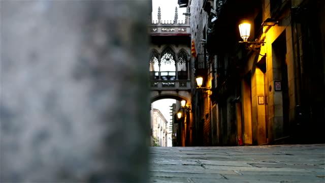 Vide rue dans le quartier gothique de Barcelone, dolly - Vidéo