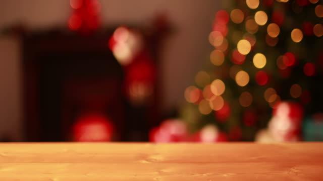 空のテーブルに点滅信号クリスマスツリー - テーブル 無人のビデオ点の映像素材/bロール