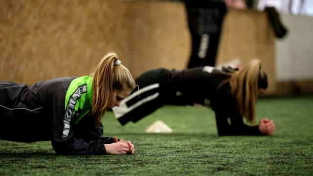 endurance sport practice - allenatore video stock e b–roll