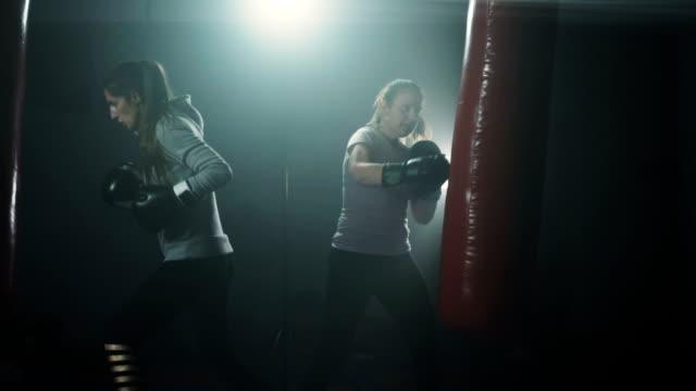 energetic women kickboxing - donna forzuta video stock e b–roll