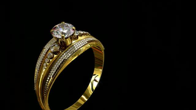 gold verlobungsring mit schmuck edelstein ins rollen. - teurer lebensstil stock-videos und b-roll-filmmaterial