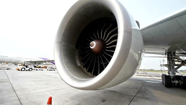 Engine aircraft video