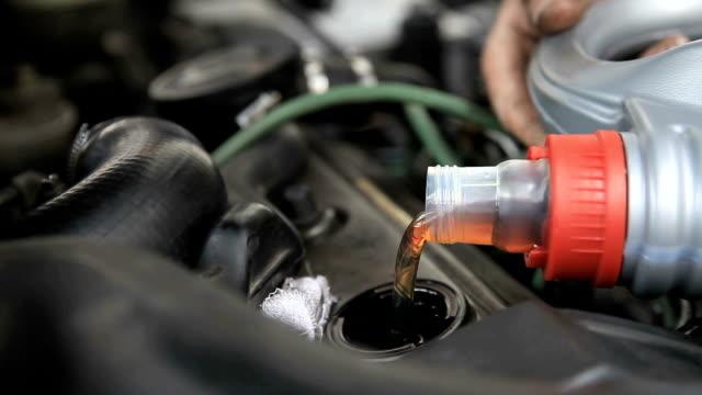 Engine lubrication video