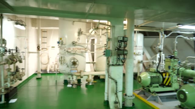 engine room of tanker ship - natante industriale video stock e b–roll
