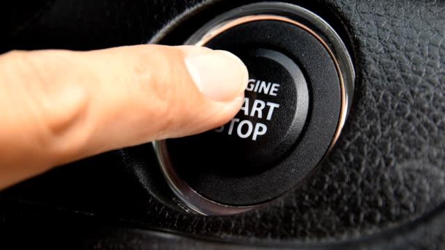 vídeos de stock, filmes e b-roll de motor de início e parada botão de um moderno interior de carro - inauguração