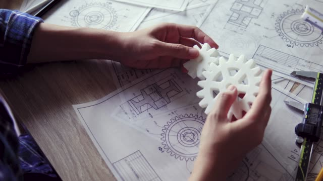 engineer designs gear and made by 3d printing - часть машины стоковые видео и кадры b-roll