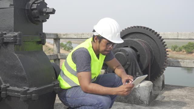 4 K DOLLY, DANS LE MISSISSIPPI : Ingénieur faire inspection - Vidéo