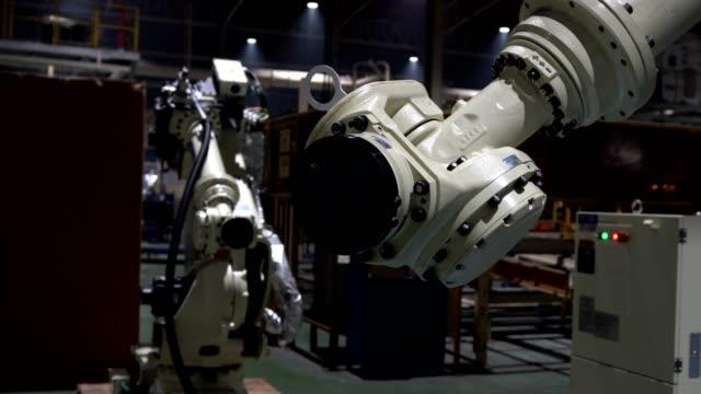 エンジニアを教育ロボット テスト 5 運動軸と新しい行の 6axis - 重い点の映像素材/bロール