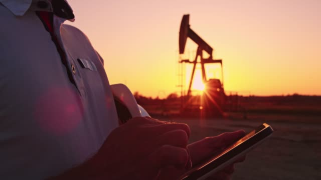 DS R/F Engineer using a tablet for checking the oil well functions